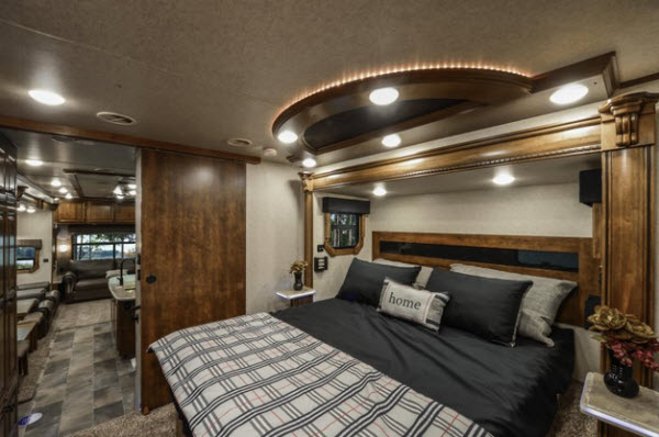 Heartland Landmark 365 Fifth Wheel Reviews | Floorplans ...