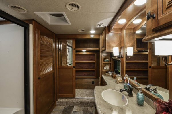 Rv Trailer For Sale >> Heartland Landmark 365 Fifth Wheel Reviews | Floorplans ...