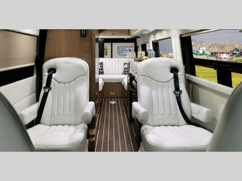 Interstate Lounge EXT Motor Home Class B