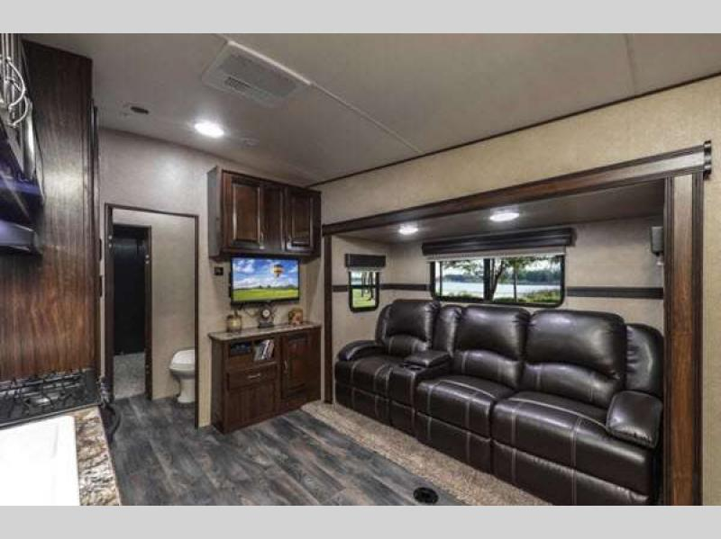 Bumper Pull Travel Trailer With King Size Bed