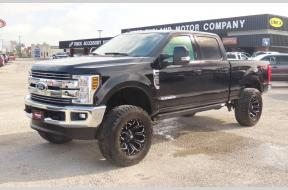 Used 2019 Ford F250 Lariat Crew Cab Lifted FX4 Photo