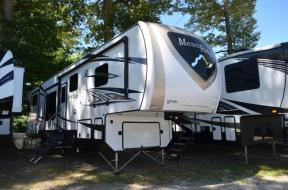 New 2020 Highland Ridge RV Mesa Ridge MF375RDS Photo