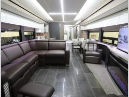 Front to Back - Winnebago Horizon 42Q