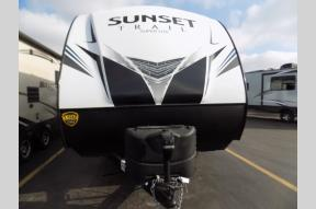 New 2019 CrossRoads RV Sunset Trail Super Lite SS251RK Photo