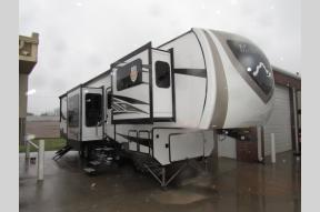 New 2018 Highland Ridge RV Mesa Ridge 370RBS Photo