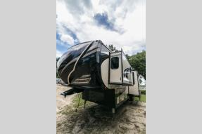 New 2018 Heartland Road Warrior 428 Photo