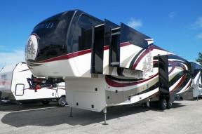 New 2018 Redwood RV Redwood 3921GK Photo