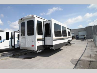 Forest River - Cedar Creek 40 CRS - Primo RV Centre - Ottawa's #1 RV Dealer