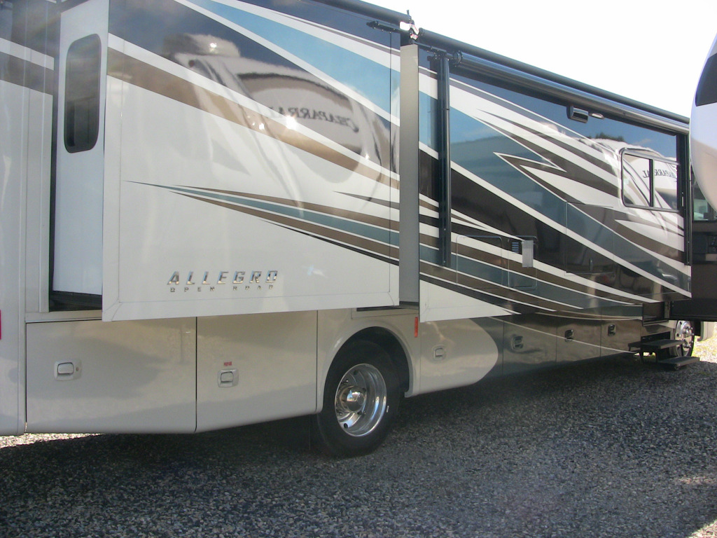 New 2017 Tiffin Motorhomes Allegro 34 Pa Motor Home Class