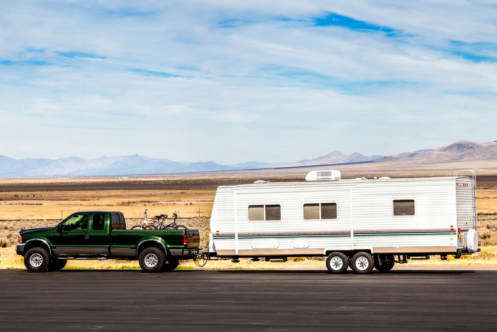 Travel Trailers vs Fifth Wheels