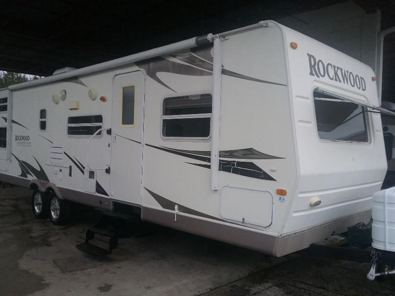 Used 2009 Forest River RV Rockwood Signature Ultra Lite 8317SS Photo