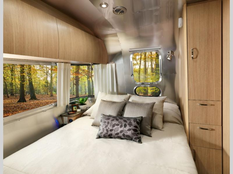 New 2020 Airstream Rv Flying Cloud 23fb Travel Trailer At