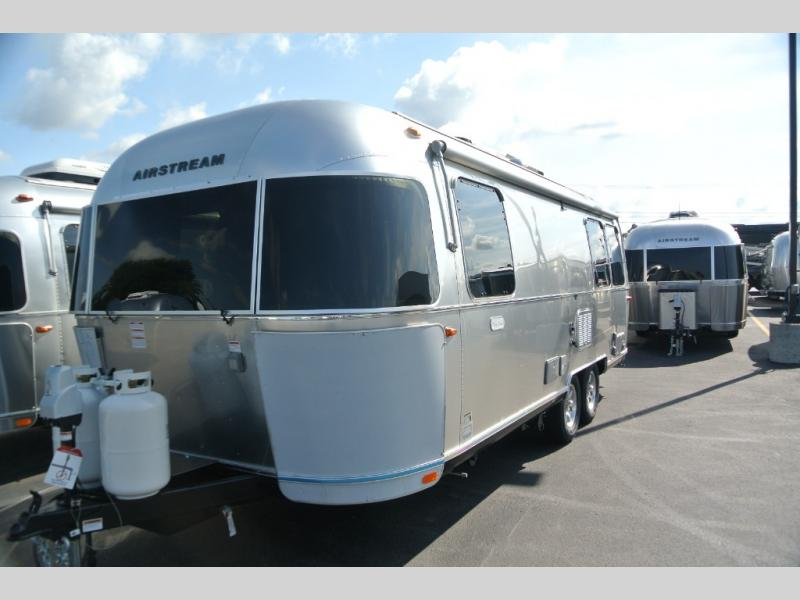 New 2020 Airstream RV Flying Cloud 25FB Travel Trailer at US