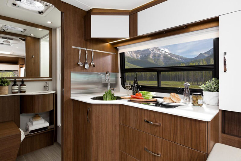 Leisure Travel Wonder Motor Home Class B+ - Diesel
