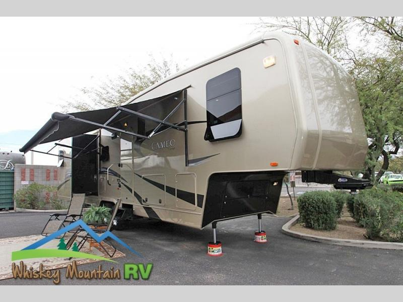 35' TRIPLE SLIDE MOR/RYDE INDEPENDENT SUSPENSION DISC BRAKES POWER PATIO AWNING