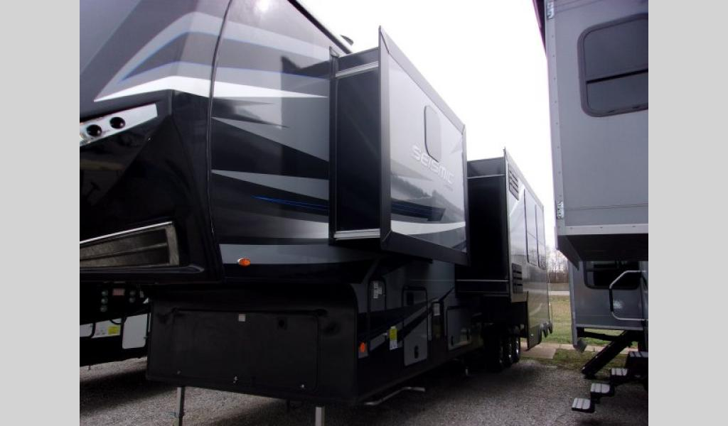 New 2019 Jayco Seismic 4013 Toy Hauler Fifth Wheel At