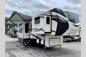 New 2020 Keystone RV Alpine 3700FL Photo